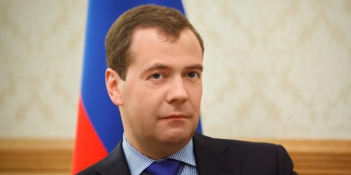 Медведев сократил количество госслужащих