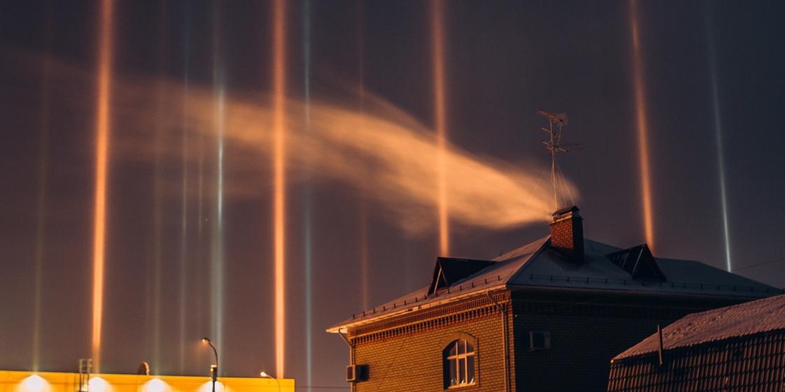 В Тюмени сняли необычное световое явление в небе