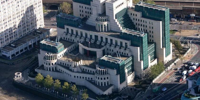 """CNN сообщил о пропаже важных для """"вражеских агентов и террористов"""" документов во время ремонта в штабе MI6"""