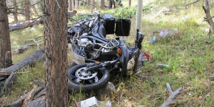 Камеры запечатлели убийство мотоциклиста, сброшенного женщиной-водителем в пропасть