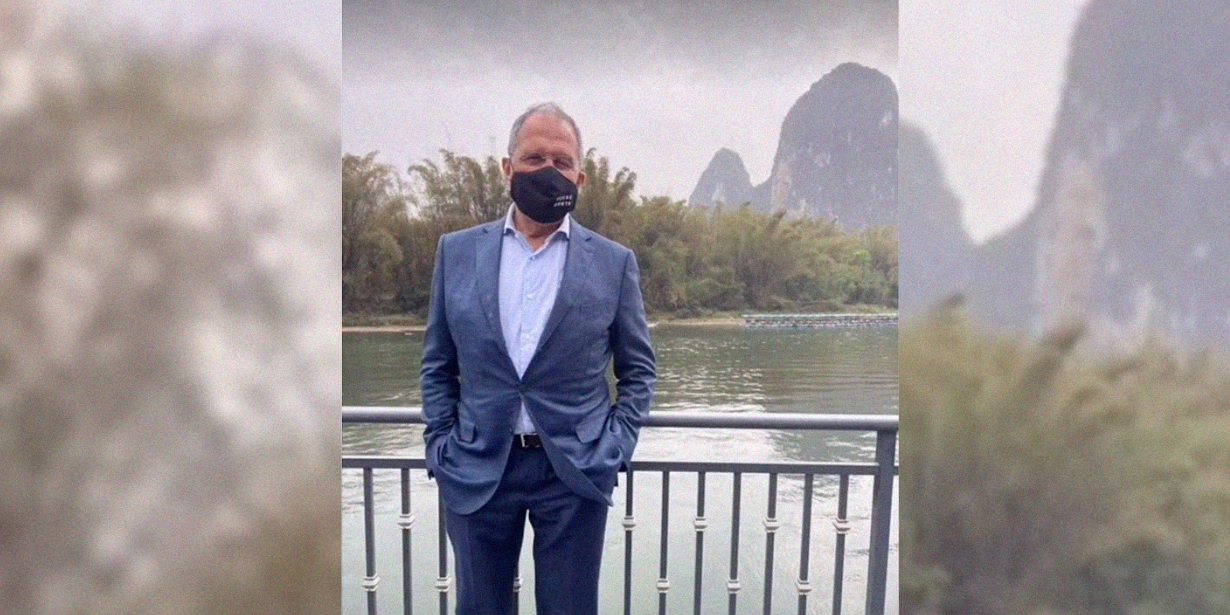 Лавров во время визита в Китай надел маску с нецензурным посланием