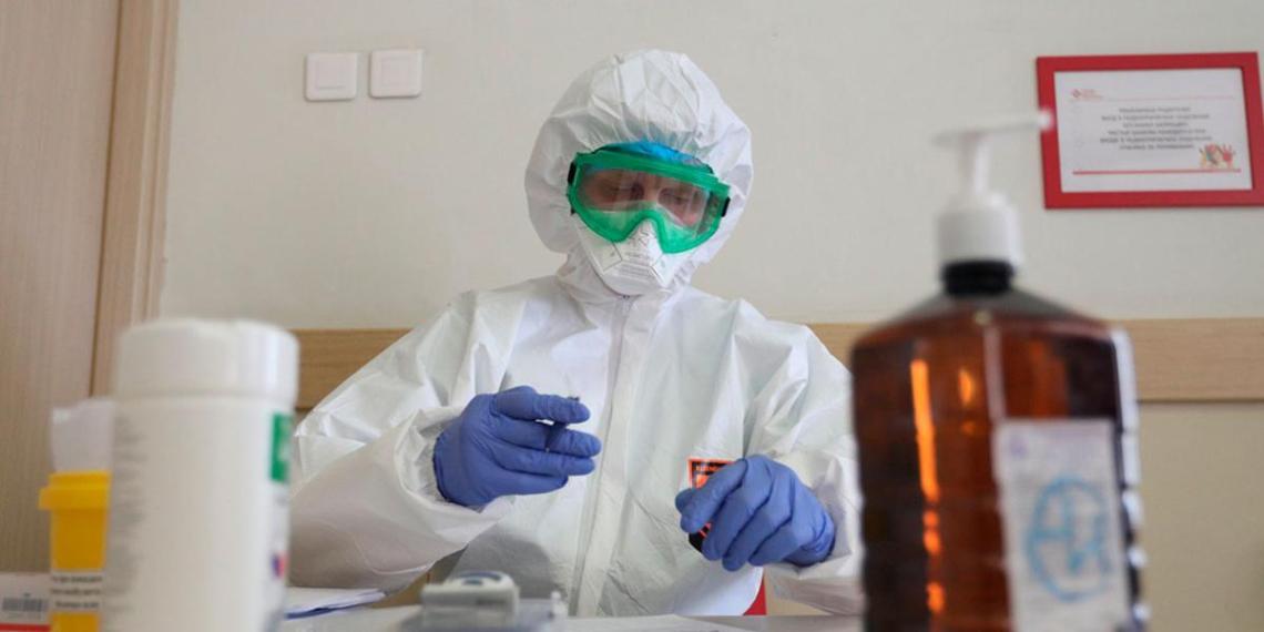 За сутки в России выявили 8915 новых случаев коронавируса