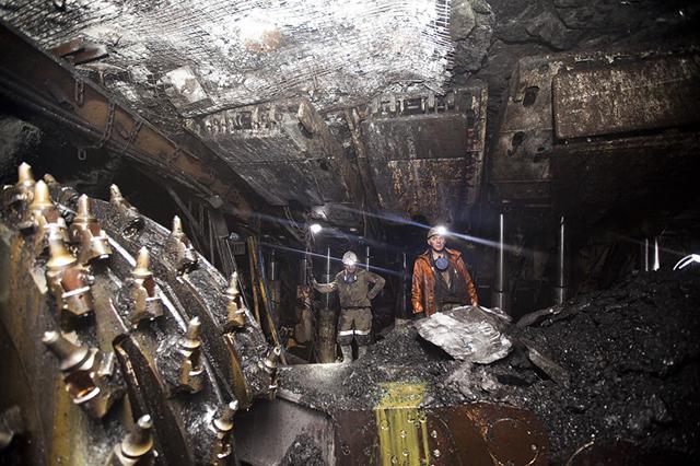 На шахте в Донецке заблокированы 500 горняков после попадания снаряда в подстанцию