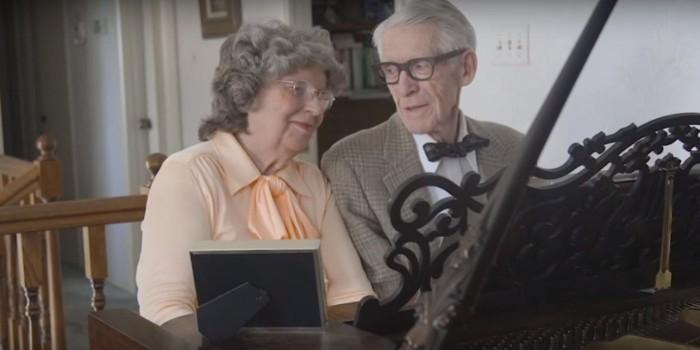 """Пожилая супружеская пара повторила трогательную сцену из мультфильма """"Вверх"""""""
