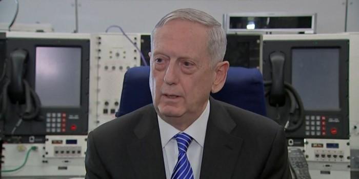 Телохранитель Трампа случайно раскрыл номер главы Пентагона
