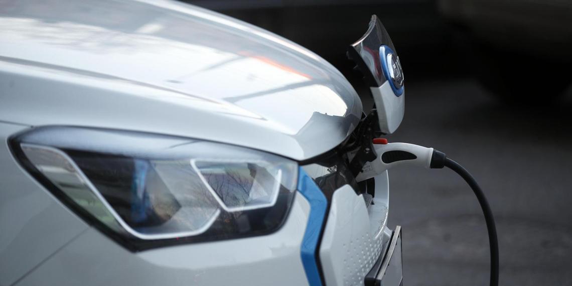 В Минэкономразвития назвали минимальный размер скидки при покупке электромобиля