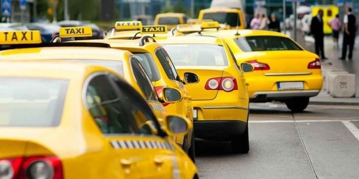 В следующем году в Москве все машины такси станут желтыми