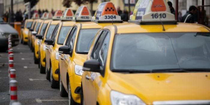 В Питере таксист выставил туристу счет на 16 тысяч рублей за 20 минут пути