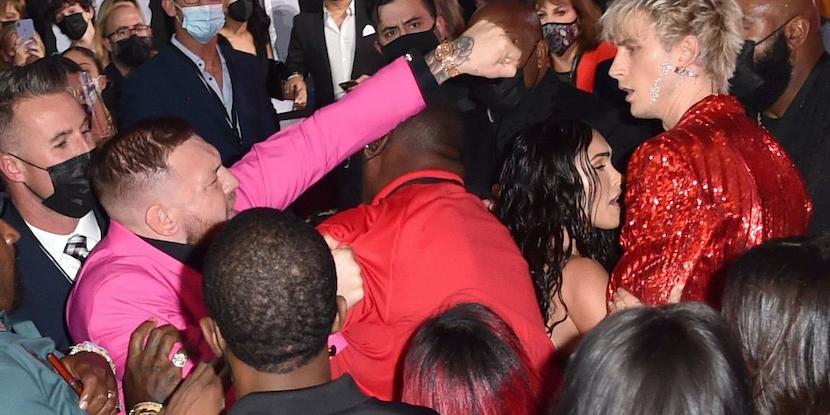 Макгрегор напал на премии MTV на популярного рэпера, отказавшего ему в совместном фото