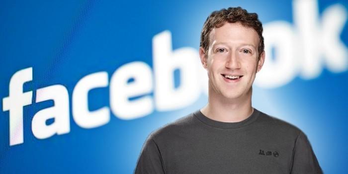 Параноидальный Марк Цукерберг заклеивает веб-камеру и микрофон ноутбука скотчем