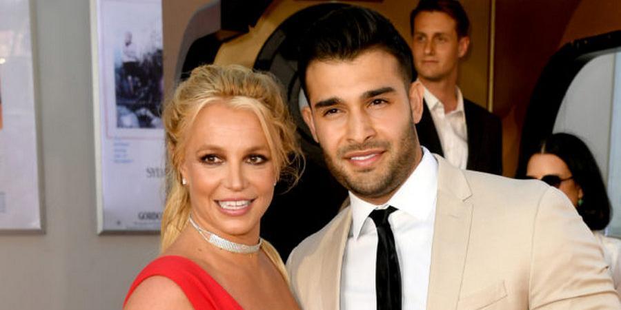 Бритни Спирс заподозрили в тайной помолвке. Звезда засветила кольцо на безымянном пальце