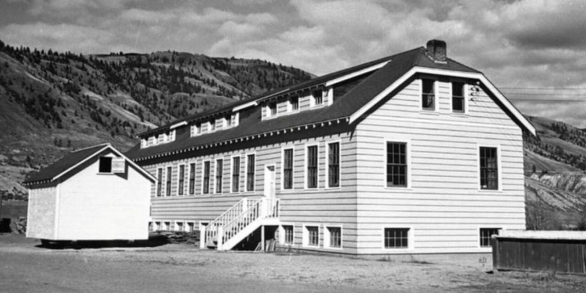 В Канаде на месте бывшей школы-интерната для индейцев нашли массовое захоронение детей