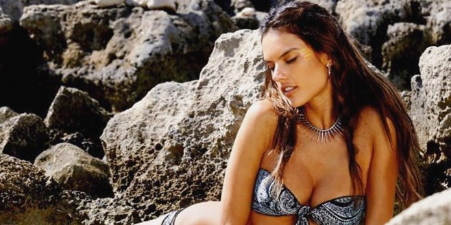 Бразильская супермодель Алессандра Амбросио снялась в эротической фотосессии