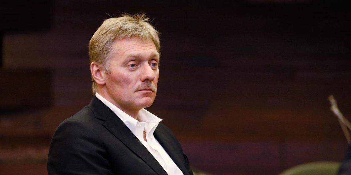 """Песков рассказал о """"минированиях"""" на пути кортежа Путина в Петербурге"""