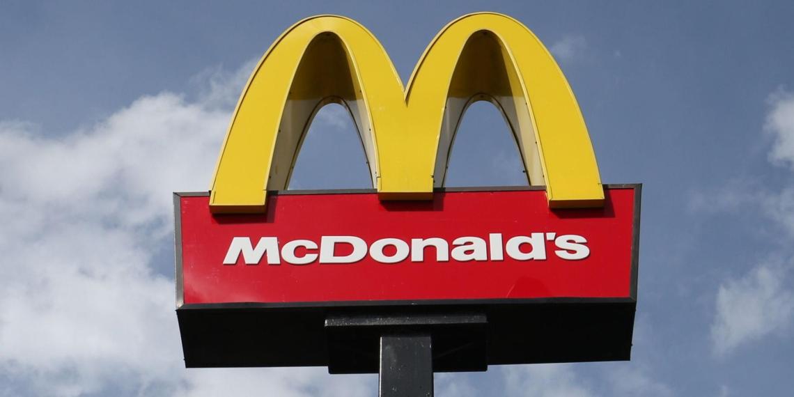 Минимальная зарплата сотрудника McDonald's в США превысила доходы 97% россиян