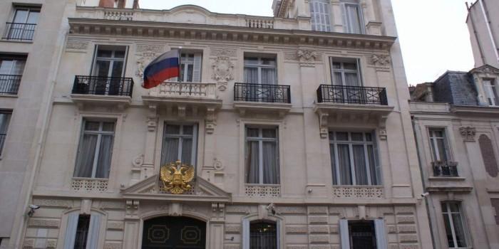 Франция прекратила охранять российское посольство