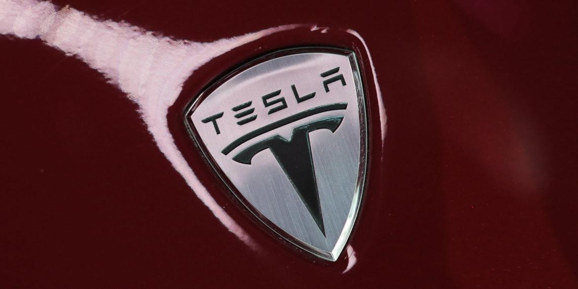 Tesla выплатит $137 млн бывшему работнику из-за расизма