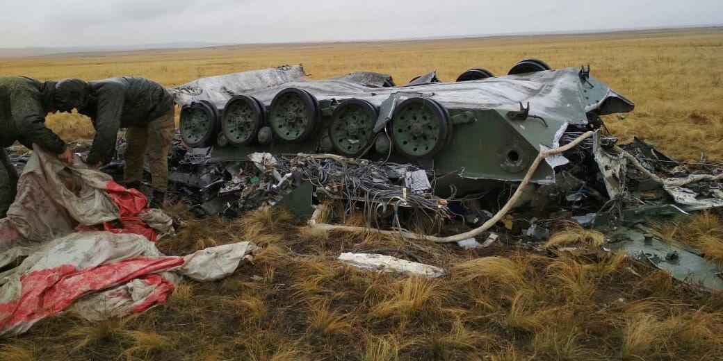 Под Оренбургом при десантировании из самолетов вдребезги разбились две бронемашины