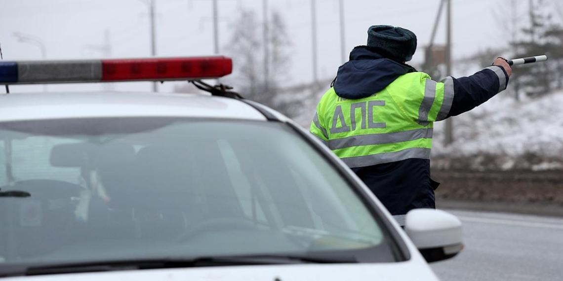 На Рублевке инспекторы вытащили из машины водителя с двумя тысячами нарушений ПДД