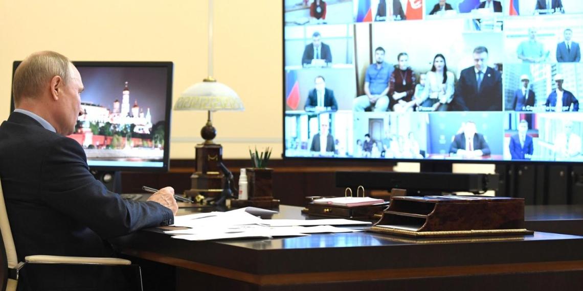 Путин провел совещание о реализации мер поддержки экономики и социальной сферы