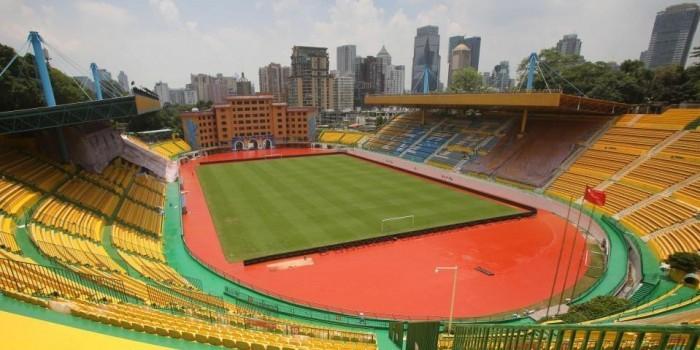 Китайский клуб выиграл 5 матчей подряд, перекрасив стадион в золотой цвет на удачу