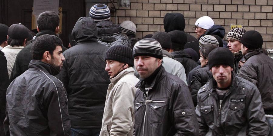Правительство России предложило организованно завозить таджиков на работу