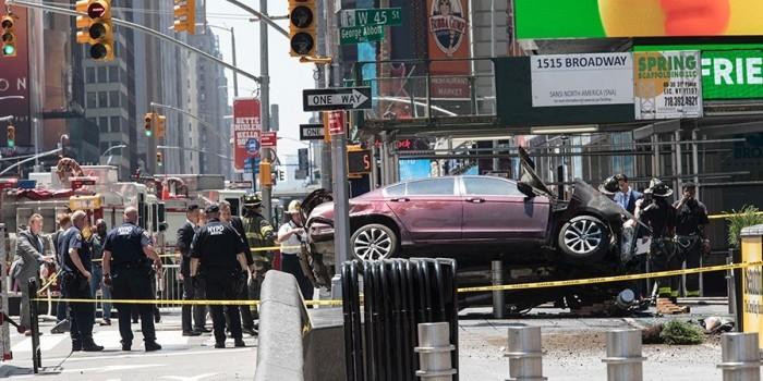 Въехавший в толпу в Нью-Йорке водитель объяснил свой поступок