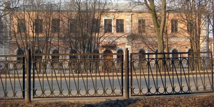 Два вологжанина пропили принадлежащий мэрии забор