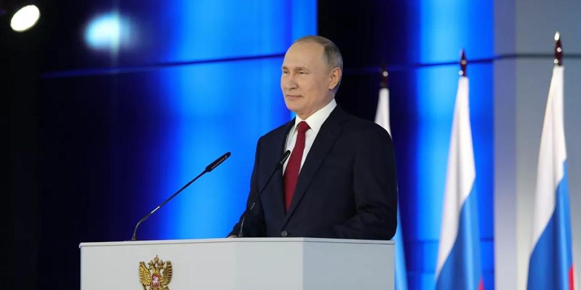 Путин предложил давать маткапитал за первого ребенка
