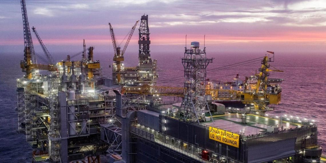 Норвегия впервые с 2002 года готова сократить нефтедобычу