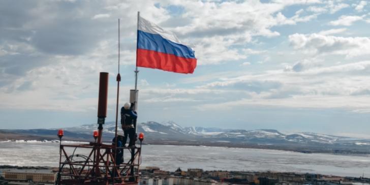 В России масштабно отметили День Флага