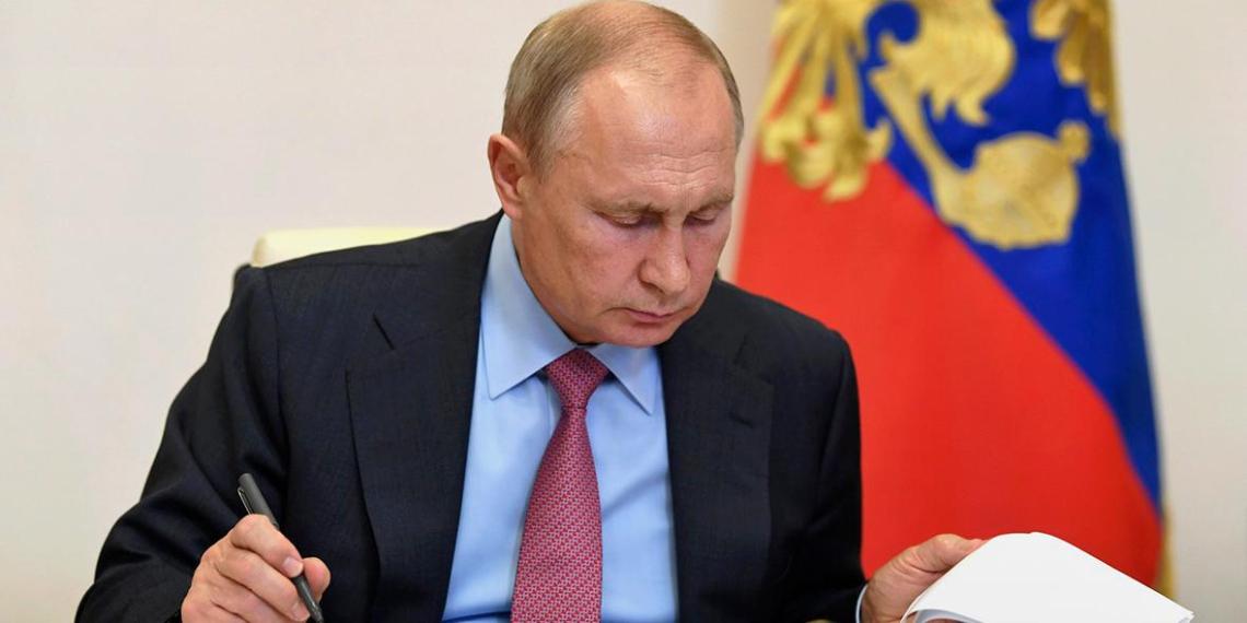 Путин выдал поручения по итогам встречи с общественностью по вопросам образования