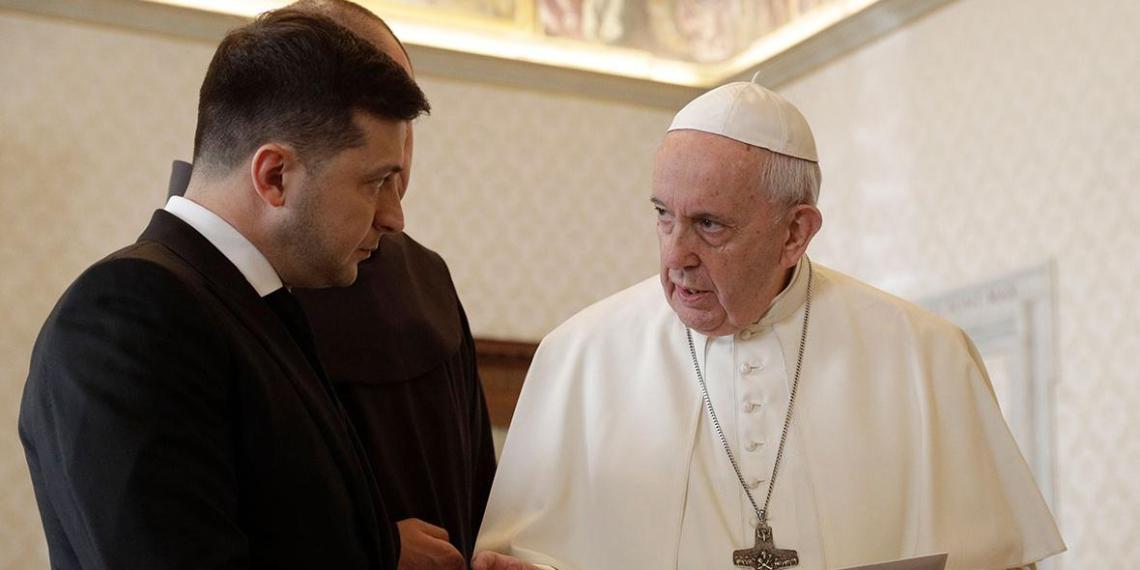 Зеленский подключил папу Римского к освобождению украинского неонациста в Италии