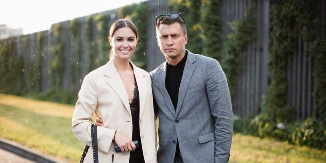 """Муцениеце официально подала на развод, назвав Прилучного """"человеком на букву """"П"""""""