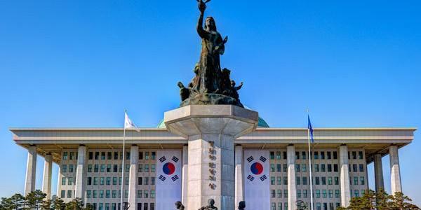 В парламенте Южной Кореи призвали создать собственную атомную бомбу