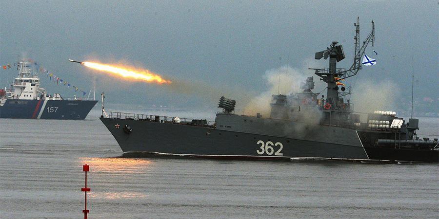 Корабли ВМФ России проведут стрельбы вблизи британского авианосца