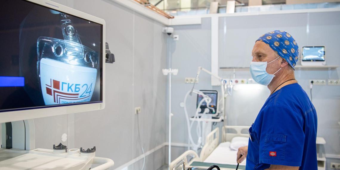 Собянин открыл реанимационный блок в коронавирусном госпитале на ВДНХ