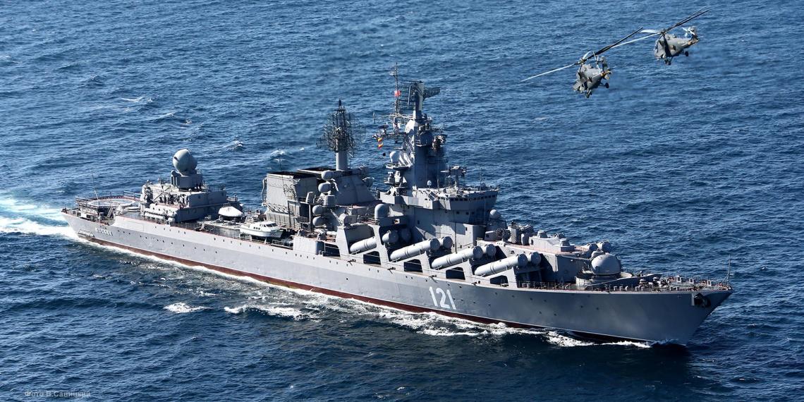 Ракетный крейсер Москва встретит американский корабль в Черном море учебными стрельбами