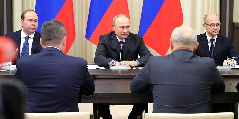 Путин встретился с бывшими главами регионов