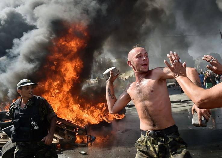 Столкновения на Майдане, в рамках разгона ввели танки