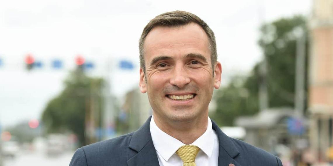 Снявшему триколор на ЧМ мэру Риги запретили въезд в Россию