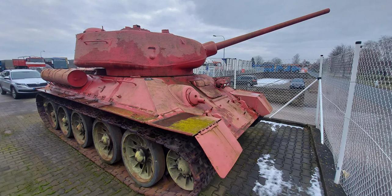Житель Чехии попытался сдать властям танк и артустановку по оружейной амнистии