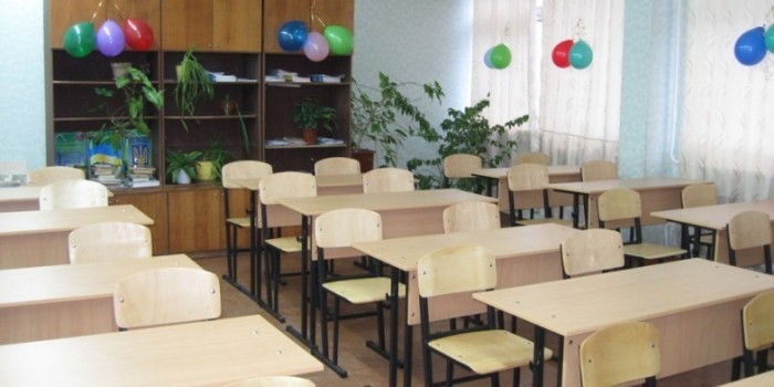 В Калмыкии возбудили дело из-за сбора денег с родителей на покупку парт