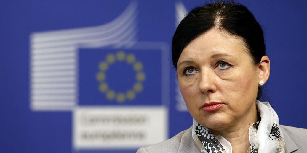 Премьер Венгрии потребовал увольнения замглавы Еврокомиссии за оскорбления