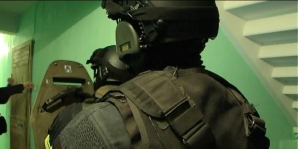 ФСБ пресекла теракты с использованием автоматов и бомб в Москве и Петербурге