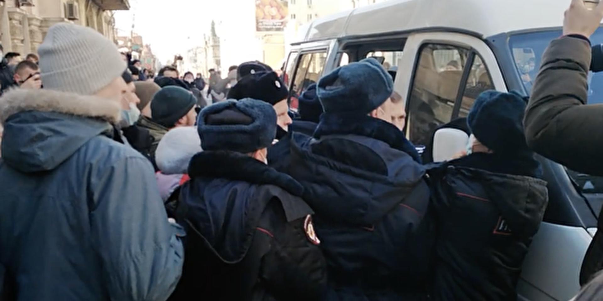 Эксперты раскритиковали оппозицию за использование детей в политических целях