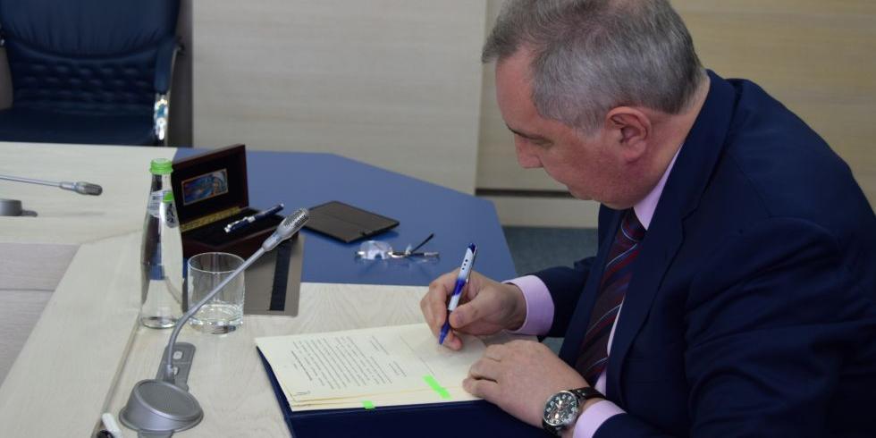 Россия и КНР подписали меморандум о создании международной станции на Луне