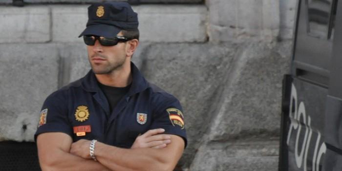 Испанку оштрафовали за фото полицейской машины на парковке для инвалидов