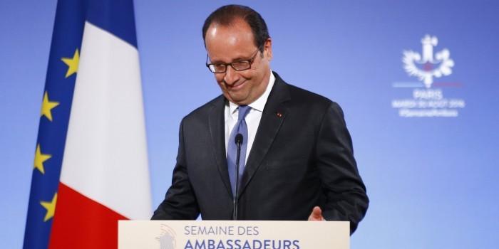 Олланд призвал дать ответ Трампу на попытки подорвать Евросоюз