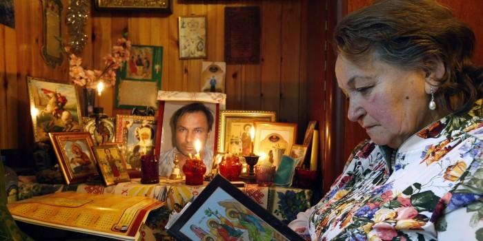Мать летчика Ярошенко пригрозила поджечь себя у американского посольства